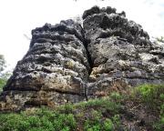 Blick beim Abstieg in die rechte Schartenseite des Bergfreundschaftsstein