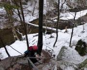 Blick auf die sehr steile Treppe, die aus der Wolfsschlucht hinab zur Kirnitzsch führt