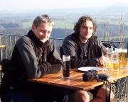 Unsere Temas - etwa zwei Monate vorher am Brandhotel aufgenommen - Dirk Wiesner und Dirk Fechner ...