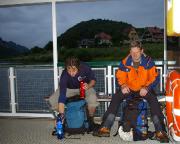 Die erste Pause der Tour, um 5 Uhr auf der Wehlener Fähre - jetzt geht es mit den Gebieten östlich der Elbe weiter