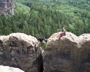 Spektakulärer Weg zum Gipfelbuch auf der Breiten Kluft Wand im Schmilkaer Gebiet