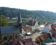 Blick auf den Marktplatz von Stadt Wehlen von der Befestigungsanlage