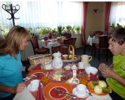 Und das Frühstück erst ... das stärkt den und die Radfahererin