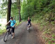 Im Neißetal, kurz hinter Hirschfelde - eine überraschend schöne Strecke, man kommt sich fast vor, wie im Gebirge.