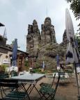 Die Nonnenfelsen bei Jonsdorf - sie stehen mitten auf dem Privatgelände des Gasthauses.