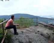 Am herausregend schönen Aussichtspunkt an den Orgeln aus Sandstein über der Jonsdorfer Felsenstadt