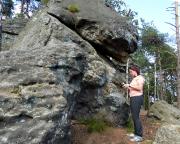 Almuth findet im Vorbeigehen zufällig einen Geocache an dieser Quacke