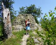 An der Burgruine Karlsfried in der Nähe von Lückendorf
