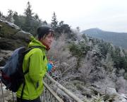 Obere Felsengasse bei Oybin - von hier at man herrliche Aussichten, z.B. im Hintergrund der Hochwald.