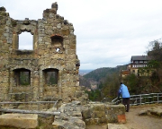 Blick von der Klosterruine auf die Burggaststätte und in Richtung Zittau