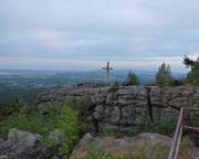 Abendstimmung am Gipfelkreuz an der Töpferbaude