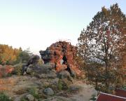 Das Felsentor an der Töpferbaude in den ersten Strahlen der Morgensonne