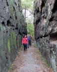 Abstieg durch die Zigeunerstuben, der Kleinen Felsengasse von Jonsdorf