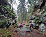 Auf den letzten der steinigen etwas fordernden Metern des Alpenpfades