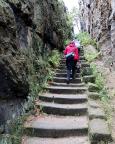 Denn nächstes Ziel ist diese Felsengasse, der Aufstieg zum Nonnenfelsen