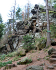 Naturdenkmal Muschelsaal am Eingang der Oberen Felsengasse