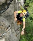 Im mittleren Teilstück des Klettersteiges Alpiner Grat bei Oybin