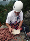 Ochelscheibe, Volker Roßberg auf dem Gipfel mit sehr altem Buch