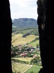 Nadelöhr am Pfaffenstein, Blick auf Pfaffendorf und Lilienstein