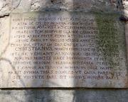 Historische Steintafel über dem Eingang des Pavillons