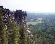 Gansfelsen, ungewohnt gesehen aus Perspektive der Wehlnadel