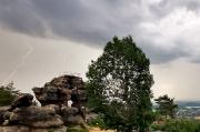 59 - Gewitter über dem Felsentor auf dem Töpfer im Zittauer Gebirge