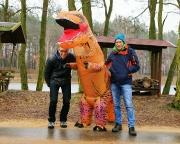 4. Ludwig-Leichhardt-Trail Ultralauf - wir mit Volker als Veranstalter beim Fotopint in Byhleguhre