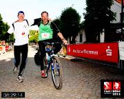 Gemeinsam mit Steffen Große im Ziel des 100 km Run and Bike Neuzelle 2013