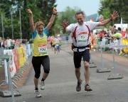 Zieleinlauf mit Christiane beim Rennsteiglauf Supermarathon 2011