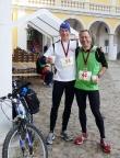 Run and Bike Neuzelle 2013, zwei Läufer, ein Fahrrad, 100 km