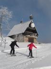 Herrlicher Wintertag am Abfahrtshang am Severak im Isergebirge