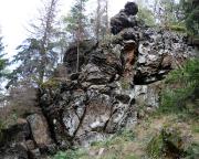 Blick auf das Naturdenkmal Muschelsaal am Eingang der Oberen Felsengasse