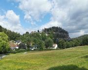 Blick auf den Berg Oybin mit Burg- und Klosterruinen