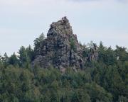 Scharfenstein und Scharfensteinnadel, hoch über Oybin